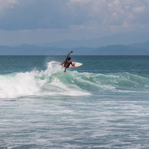 Costa Rica: Drinking by Night, Surfing by Day
